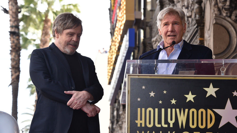 harrison ford e la stella di mark hamill alla walk of fame