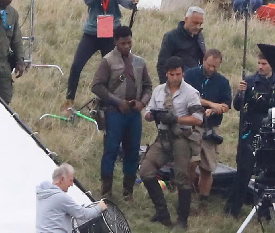 oscar isaac scatto di poe e finn dal set di star wars episodio ix