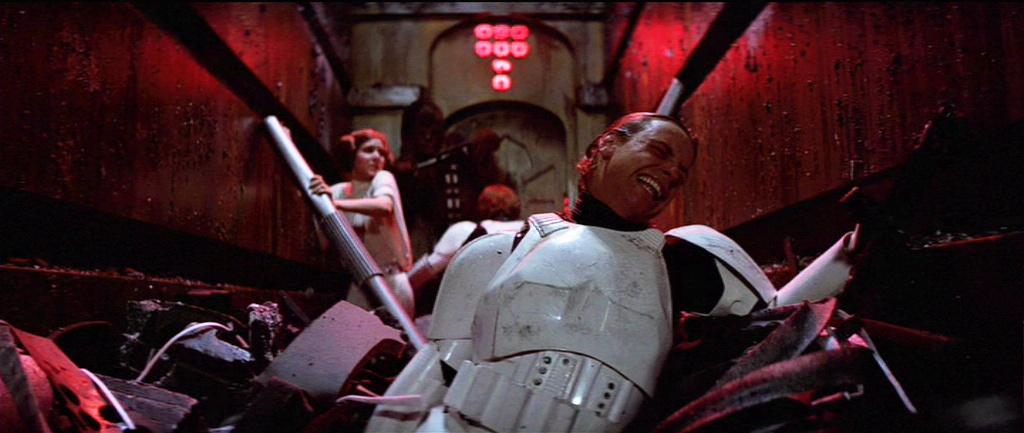 Mark Hamill in Episodio IV, nella scena del compattatore