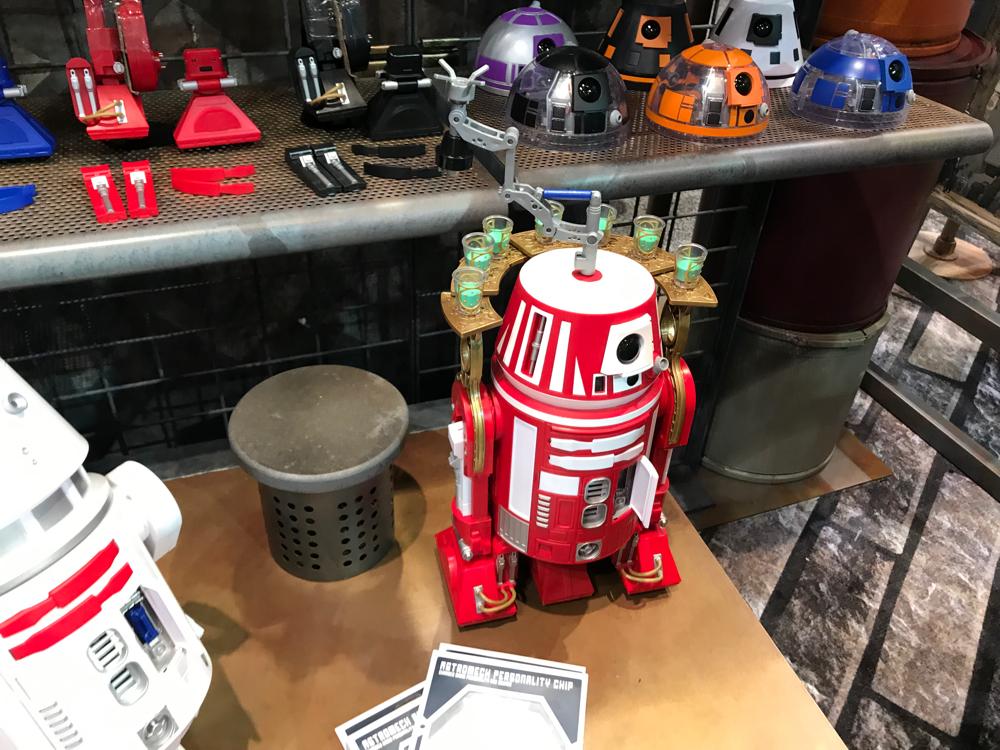 Al Galaxy's Edge puoi costruire il tuo droide personale.