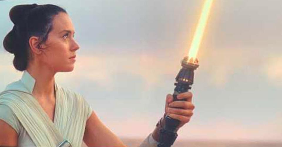 nuova spada laser a lama gialla di rey