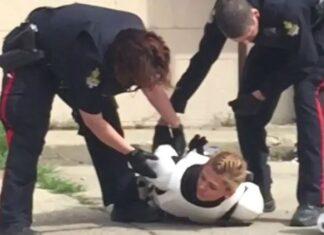 ragazza vestita da stormtrooper arrestata